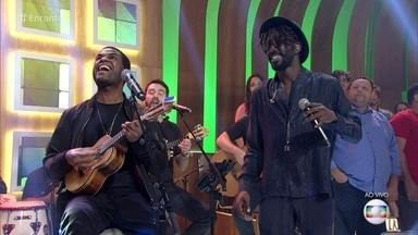 Jonathan Azevedo e Pretinho da Serrinha participam de festival de cultura negra - Confira a apresentação com a música 'Sorriso Negro'