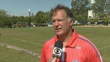 Técnico interino Grêmio Sãocarlense fala sobre próximo jogo da 4ª Divisão do Paulista - Veja entrevista com Júlio César Cominotte.