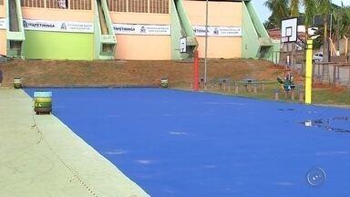 Complexo Esportivo Municipal é interditado devido a pintura - A quadra, que fica ao lado do Ayrton Senna, está interditada por problemas a pintura, a manutenção deve ser finalizada até o fim desde semana.