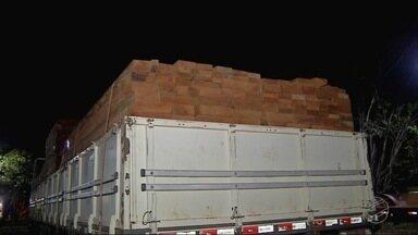 Ibama apreende caminhão carregado de madeira irregular e Itaúba - Ibama apreende caminhão carregado de madeira irregular e Itaúba.