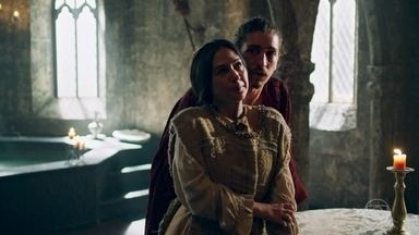 Lucrécia desiste de ser religiosa - Ela apoia Rodolfo ao saber que o amado será expulso de Montemor