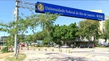 Polícia do Rio investiga sequestro-relâmpago de casal de professores da UFRJ - Pesquisadores foram levados no campus da universidade e ficaram nove horas como reféns. Criminosos gastaram mais de 30 mil reais com o cartão de crédito deles.