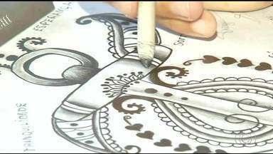 Jovem descobre talento desenhando nas carteiras da escola - Jovem descobre talento desenhando nas carteiras da escola