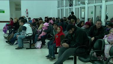 Pacientes espera mais de sete horas por atendimento em UPA - A Unidade de Pronto Atendimento Afonso Pena, em São José dos Pinhais, ficou lotada durante toda a segunda-feira (21).