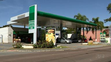 Motoristas fazem as contas para tentar gastar menos com combustível - A variação nos preços em Curitiba, por exemplo, pode chegar a 30 centavos.