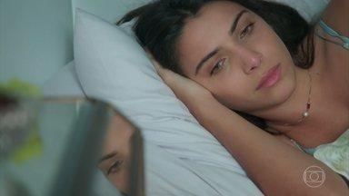 Pérola pensa em Alex e Márcio - Ela chora ao relembrar os momentos que passou com cada um dos rapazes