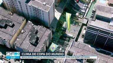 Brasiliense já vive o clima de Copa do Mundo - Vendas de produtos relacionados ao mundial aumentaram e ruas começam a ficar enfeitadas.