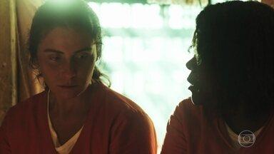 Jurema tenta convencer Luzia a fugir - A marisqueira se recusa e afirma que vai provar sua inocência