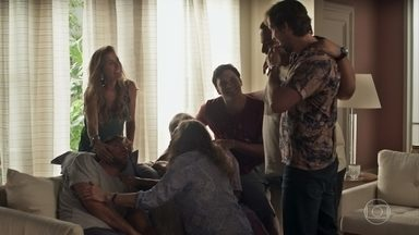 A família Falcão comemora a recuperação de Beto - Ionan fica intrigado com a presença de Remy na casa de Karola