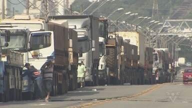 Greve dos caminhoneiros causa impactos na região - Categoria entrou no quarto dia de paralisação.
