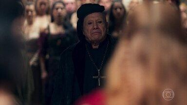 Dom Bartolomeu acusa Amália perante o povo - A plebeia jura que não é uma bruxa. Matilda avisa a Selena o que aconteceu