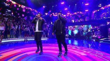 Matheus e Kauan cantam o novo sucesso 'Ao Vivo e a Cores' - Dupla levanta a plateia