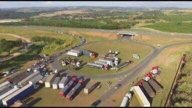 Protestos na região apoiam greve dos caminhoneiros - Houve manifestações em Mococa, Pirassununga, Araraquara, Vargem Grande do Sul e Leme.