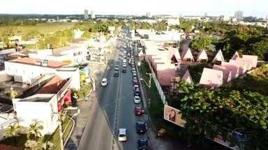 Motoristas fazem filas em postos de combustíveis de Maceió - Durante o dia, as filas de carros se multiplicaram.
