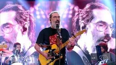 Lobão canta 'Geração Coca-Cola' - Músico levanta a plateia com seu rock