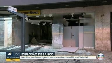 Criminosos trocam tiros com PMs após explodirem banco em Vila Isabel - Uma agência bancária na Avenida 28 de Setembro, em Vila Isabel, foi explodida por criminosos na madrugada desta quarta (30). Testemunhas contam que eles foram surpreendidos por PMs e houve troca de tiros.