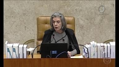 'A democracia é o único caminho legítimo', afirma Cármen Lúcia - A presidente do STF falou nesta quarta (30) sobre a greve dos caminhoneiros. Cármen Lúcia disse que a atual situação do país e que a Corte está preocupada.