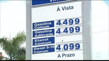 Petrobras anunciou novo aumento no preço da gasolina - O reajuste está previsto para as refinarias, será de 0,74% por litro de combustível. Presidente do SINDIPETRO aqui na Paraíba, disse que ainda não há previsão deste reajuste chegue aos postos.