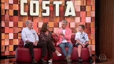 Famílias contam suas paixões pelas sobremesas feitas pelas mamães - Otaviano Costa revela que é apaixonado por furrundu e Rafael Zulu conta sobre o pudim feiro por Regina