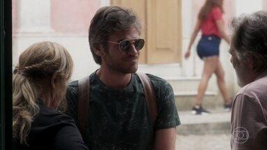 Beto parte para Boiporã - Naná tenta convencer o filho a desistir de procurar Luzia