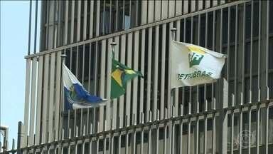 Ações da Petrobras se recuperam com Ivan Monteiro na presidência - Depois da desvalorização na última sexta-feira, os papéis da empresa fecharam a segunda-feira em alta. Especialistas esperam mudanças sem interferências políticas na gestão da empresa.
