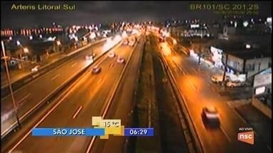 Semáforos do trevo de Forquilhinhas estão sem sincronia e prejudicam trânsito na região - Semáforos do trevo de Forquilhinhas estão sem sincronia e prejudicam trânsito na região