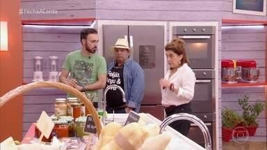 Jurados visitam o mercado do 'Fecha a Conta Comida Mineira' - Leonardo Paixão, Flávio Trombino e Ana Castilho observam os insumos que serão oferecidos para o segundo desafio do reality culinário