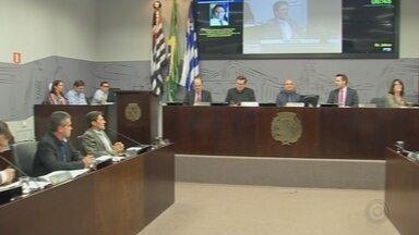 Câmara de Araçatuba aprova dois projetos e adia votação de terceiro durante sessão - A sessão da Câmara de Araçatuba realizada nesta segunda-feira (2) foi tranquila. Os vereadores aprovaram dois projetos e um foi adiado.