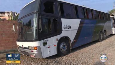Carta encontrada em ônibus após ataque na Grande BH será periciada pela Polícia Civil - Veículo de turismo foi atacada em Ribeirão das Neves.