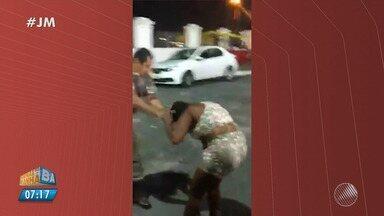 Flagrante: PMs agridem usuário de drogas e grávida no Santo Antônio, em Salvador - As imagens foram registradas por um turista estrangeiro.