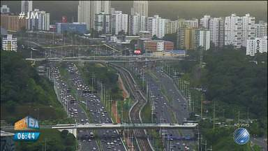 Veja imagens do trânsito no Acesso Norte e nas avenidas Paralela, Jequitaia e Oscar Pontes - Confira no Radar do JM.
