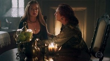 Constância aconselha Amália em relacionamento com Afonso - Ela tenta pensar em algo para ajudar o Rei