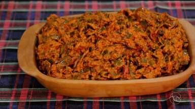 Aprenda a preparar o 'Caruru Nordestino', um prato feito com palma - Veja o passo a passo.