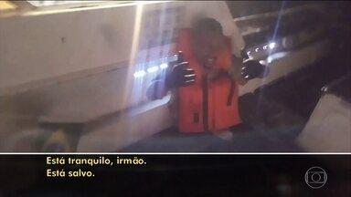 Dois barcos naufragam no Rio e cinco pessoas morrem; ainda há desaparecidos - Equipes de resgate começaram as buscas ainda na madrugada desta sexta (8). 21 pessoas estavam em dois barcos. Os naufrágios aconteceram na Baía de Sepetiba, na Região Metropolitana do Rio.