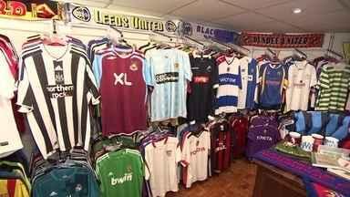 Copa deve aumentar as vendas de camisetas de seleções desconhecidas - Empresário vende camisas que não tem mais em lojas grandes.Clientes são colecionadores dispostos a gastar com esse tipo de produto.