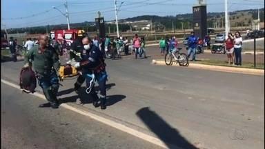 Crianças ficam feridas em acidente na GO-060 em Goiânia - Bombeiros realizaram resgate das vítimas que se recuperam em hospital da capital.