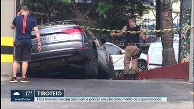 Dois são presos após troca de tiros em estacionamento de supermercado em Belo Horizonte - Um dos homens foi ferido com um tiro no pé.