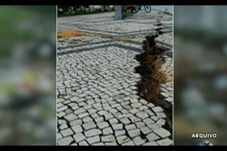 Parte do calçadão no Portal da Amazônia está cedendo - Só que infelizmente continua o risco de acidente para os frequentadores e visitantes do portal.