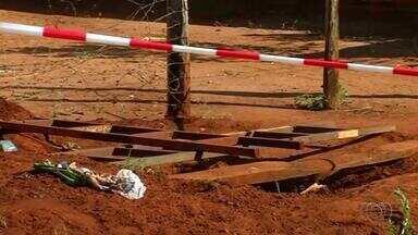 Buracos abertos para construções de fossas causam acidentes em Araguaína - Buracos abertos para construções de fossas causam acidentes em Araguaína
