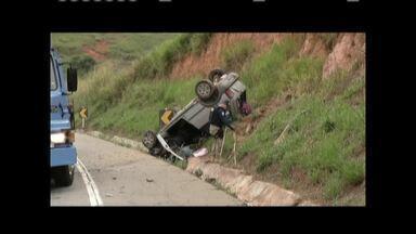 Criança de 8 anos morre em acidente entre dois carros na BR-381, próximo a Periquito - Três outras vítimas foram encaminhadas com ferimentos para o hospital Municipal de Governador Valadares.