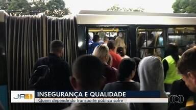 Passageiros reclamam da precariedade do transporte público, em Goiânia - Situação é crítica.