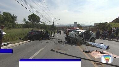 Homem morre e três ficam feridos em acidente na avenida JK em São José - Carros bateram de frente.