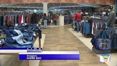 Lojas em Taubaté prevêem aumento nas vendas por causa do Dia dos Namorados - O frio impulsiona as vendas.