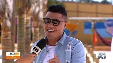 Cantor Felipe Araújo faz show em Goiânia - Cantor apresenta seus maiores sucessos.