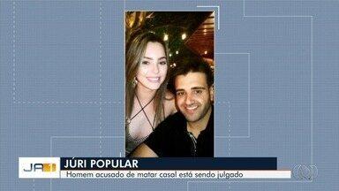 Empresário acusado de matar casal após esposa receber foto dele enfrenta júri popular - Quando foi preso, réu confessou o crime e afirmou que agiu 'por impulso' porque vítima se 'intrometia' em seu relacionamento. Mário Moura e Camila Oliveira foram assassinados a tiros.