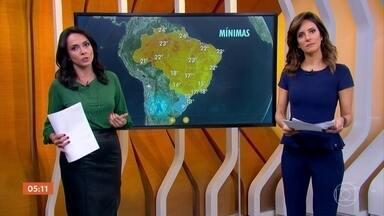 Previsão é de chuva em São Paulo e no Rio de Janeiro - No Sul do país, o tempo fica mais frio e o mar agitado.