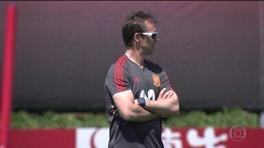 Técnico da seleção da Espanha é demitido às vésperas da Copa do Mundo na Rússia - O técnico Julen Lopetegui foi demitido do comando da seleção espanhola. Ele tinha sido confirmado para assumir o comando do Real Madrid após o Mundial. E isso irritou os dirigentes da federação espanhola.