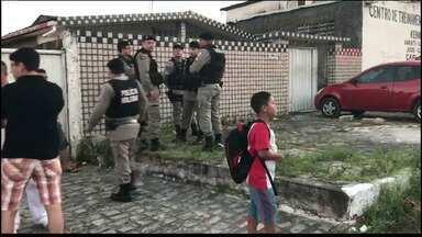 Pai e filho são esfaqueados enquanto trabalhavam em reforma, em João Pessoa - Pai foi ferido com pelo menos 35 facadas e filho foi atingido 14 vezes.