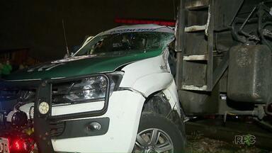 Ambulância do Siate é atingida por locomotiva em Curitiba - Motorista e médica ficaram feridos. Uma enfermeira não se feriu.