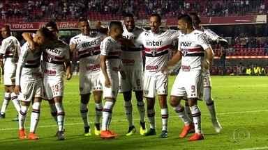 Com grande atuação de Nenê, São Paulo vence o Vitória no Morumbi - Com grande atuação de Nenê, São Paulo vence o Vitória no Morumbi.
